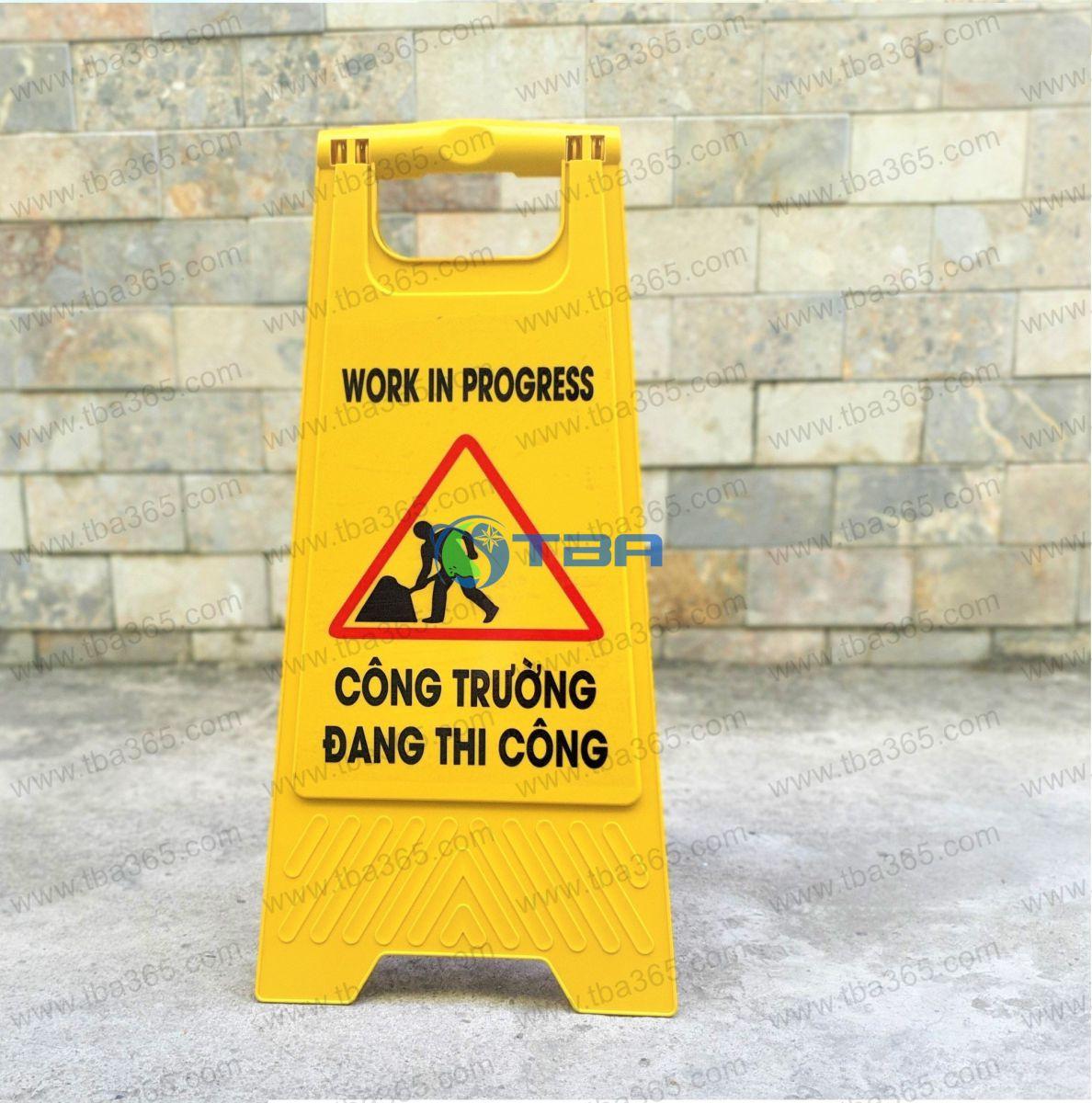 Bảng nhựa cảnh báo thông báo khu vực đang thị công