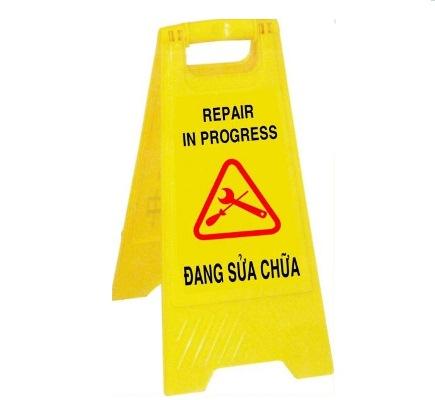 Biển cảnh báo khu vực đang sửa chữa chữ A
