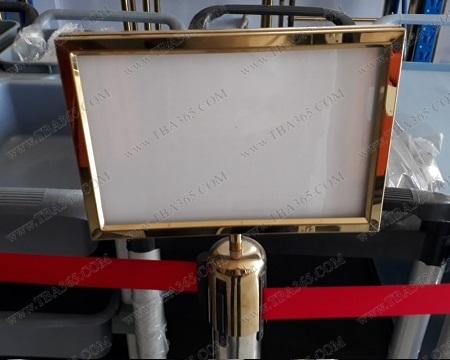 Bảng menu Inox mạ vàng trên cột chắn inox